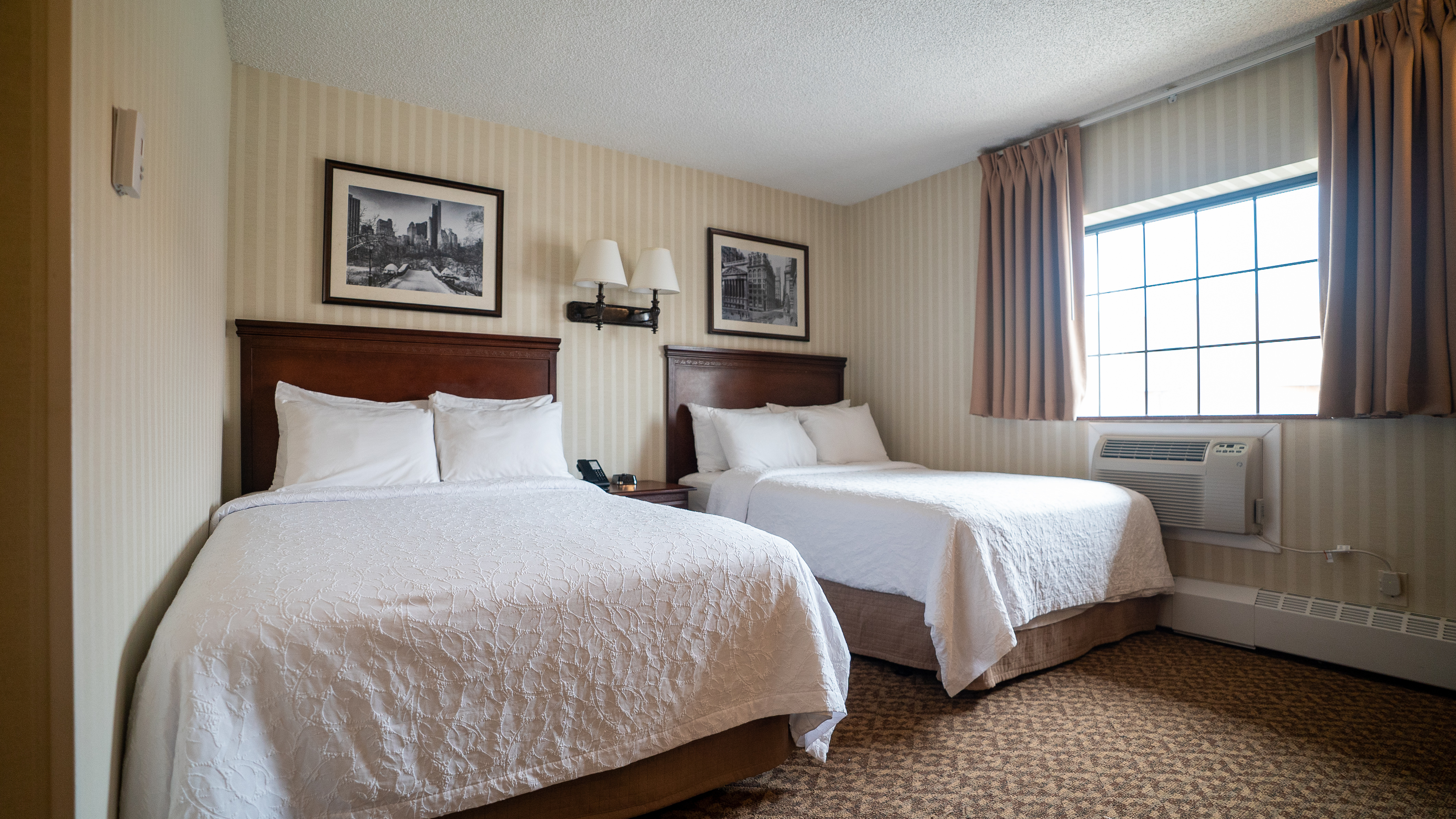 Picture of: Double Beds 2 Full Size Beds The Holland Hotel